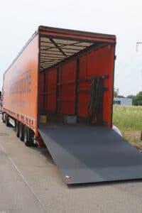LKW mit Flüster-Ladebordwand
