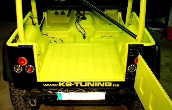 Offroad-Fahrzeug mit fugenloser Innenbereich- und Ladeflächenbeschichtung